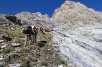 скальные выходы перед выходом в висячую долину р. Чат