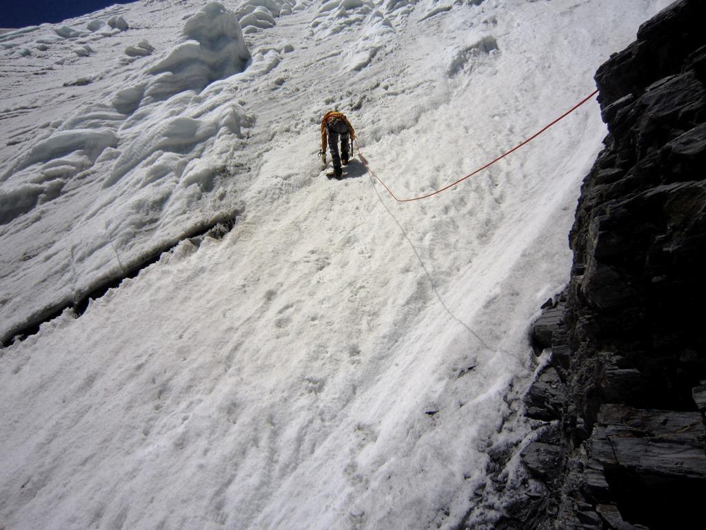 выход на ледовый лоб пер. Беседина (3А, 5200 м).