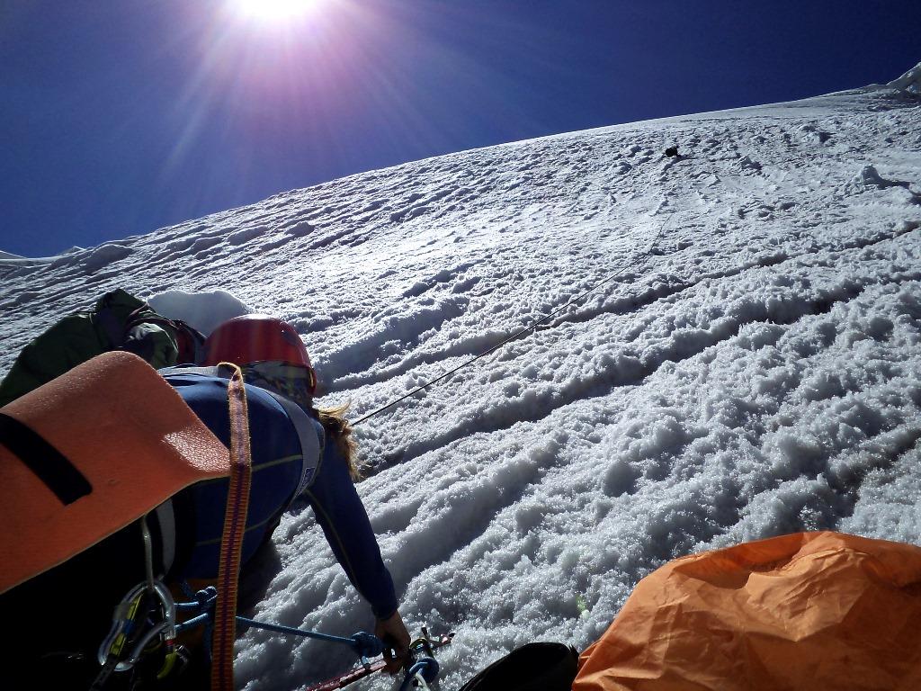 Подъем по ледовому лбу на пер. Беседина (3А, 5200 м)